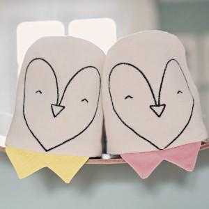 juste-inseparables-doudou-bienveillant-naissance-bebe-coffret-deux-pingouins-rose-poudre