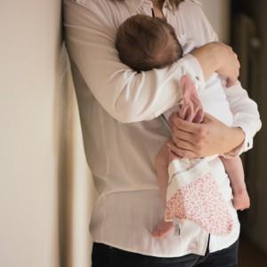 juste-inseparables-doudou-bienveillant-naissance-bebe-lapin-rose-poudre-ambiance