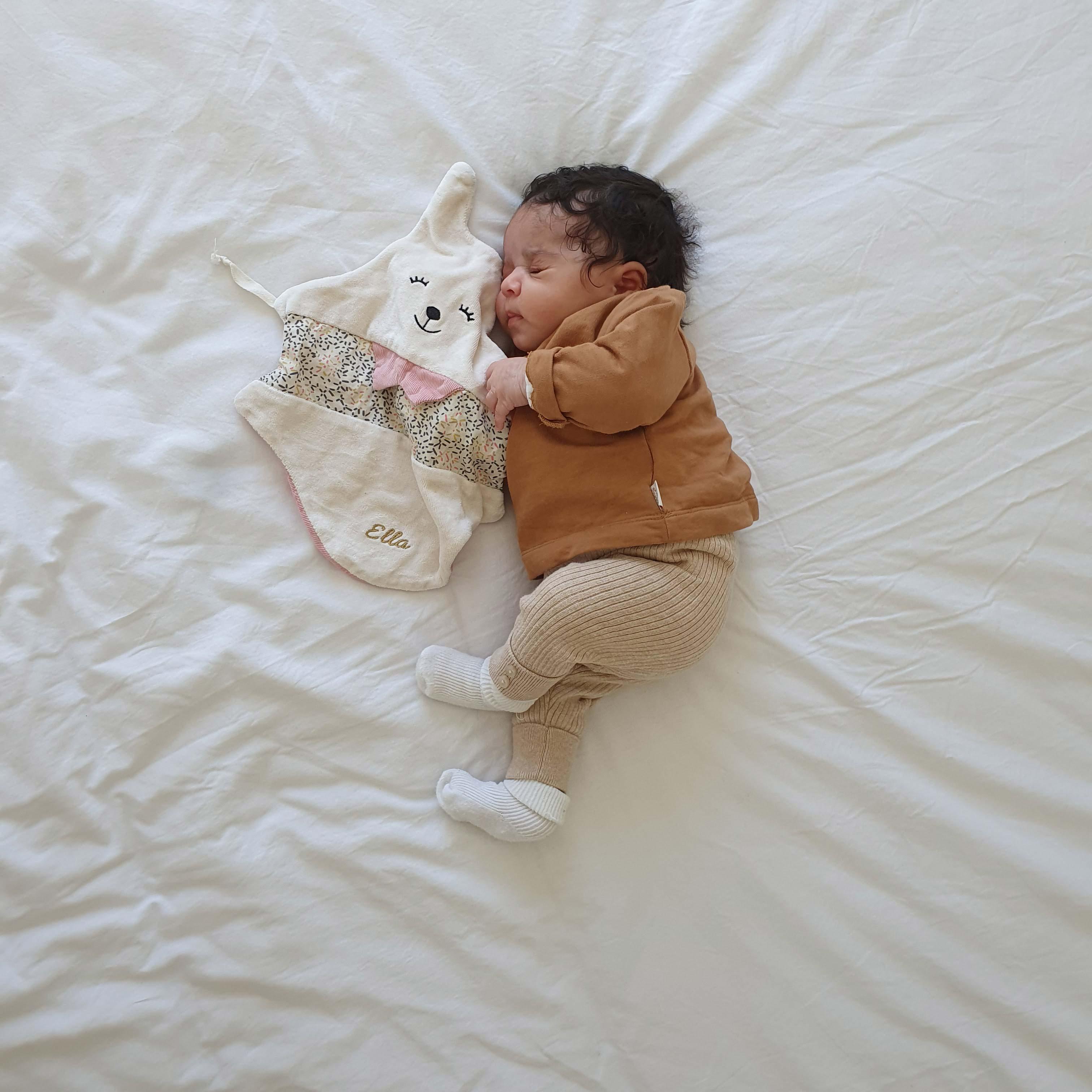 bebe et son doudou