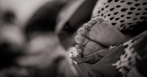 petits-pieds-bebe-sommeil-matelas-dodo