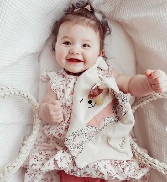 Un doudou lapin rose pour les bébés de Printemps